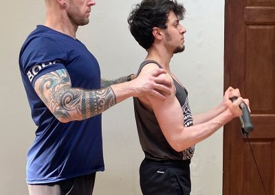 Achieving the correct posture to ensure more bicep engagement