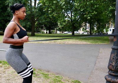 Single arm squat row